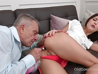 Grey-haired teacher tastes a sweet arse
